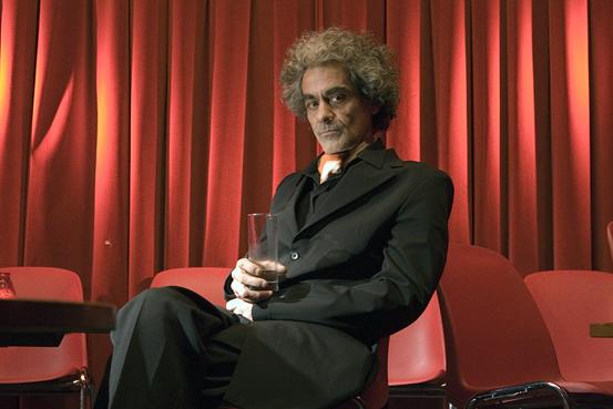 Daniel Melingo im Roten Salon der Volksbühne, Foto: Torsten Moebis (2008)